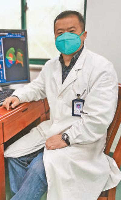 """武汉市中心医院影像诊断科主任王翔——""""抗疫就得与时间赛跑""""(一线抗疫群英谱)"""