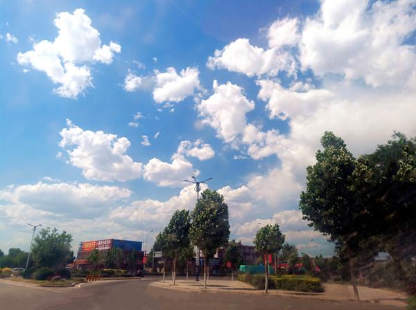 蓝天 白云 花朵——临汾是我家