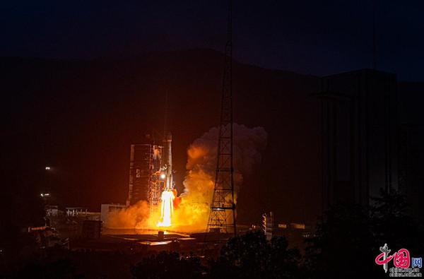 中国成功发射亚太6D通信卫星 为亚太地区提供全天候宽带服务