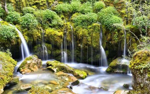 仙气四溢!打卡尼汝七彩瀑布 看香格里拉最美的山水