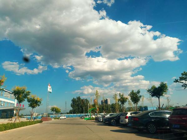 临汾:天蓝蓝、草绿绿、云朵朵、风徐徐——猎奇摄影作品(图文)
