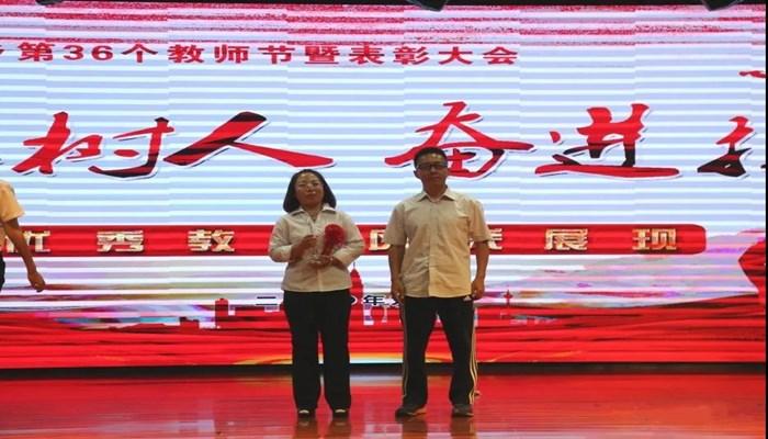 乡宁县枣岭乡优秀教师风采展现——董慧玲