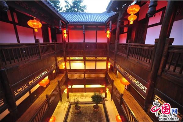 重庆石柱:赏迷人景色 品古朴民风 观魅力小镇