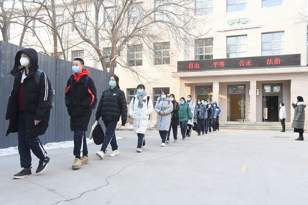 北京:中学生有序离校