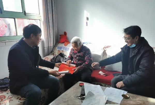 襄汾县委老干部局扶贫工作队开展春节走访慰问活动